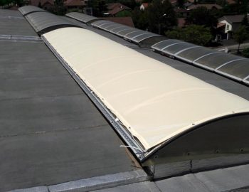Protections solaires pour réduction de la luminosité et de la chaleur. Pour voutes et lanterneaux.